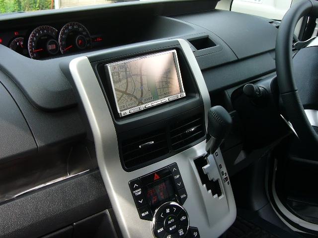 トヨタ ヴォクシー(ZRR7系)2