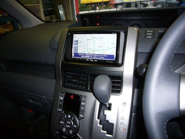 トヨタ ヴォクシー(ZRR7系)1