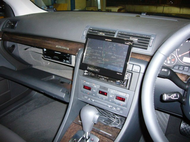 Audi A4(4)